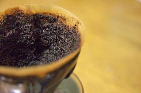 コーヒー豆のかすは捨てたらもったいない!コーヒーかすの意外な10通りの再利用方法!