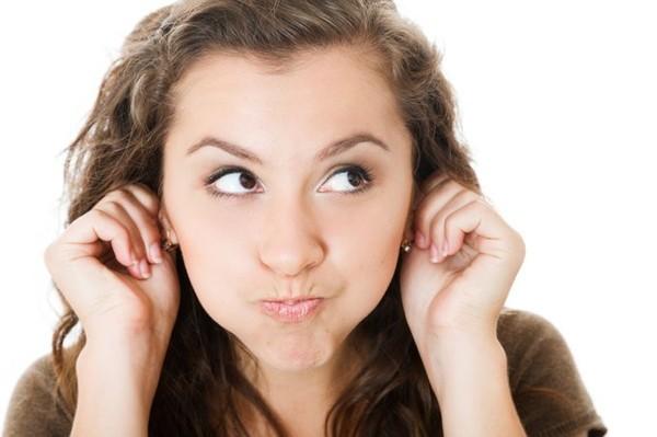 おもしろい健康雑学!耳をごしごしするだけで喉のいがらっぽさを緩和する!?それだけじゃない症状を和らげる裏ワザ8選!!