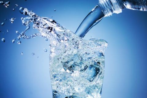 水は脳にも良かった!毎日の飲み物を水に置き換えることで起こる5つのこととは!?